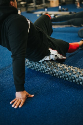DOMS - Use foam roller to help sore muscles. Sydney Sports and Exercise Physiology